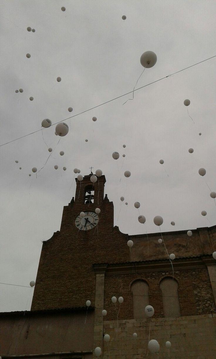 Palloncini davanti alla Chiesa di San Rocco, Montorio al Vomano, Teramo.