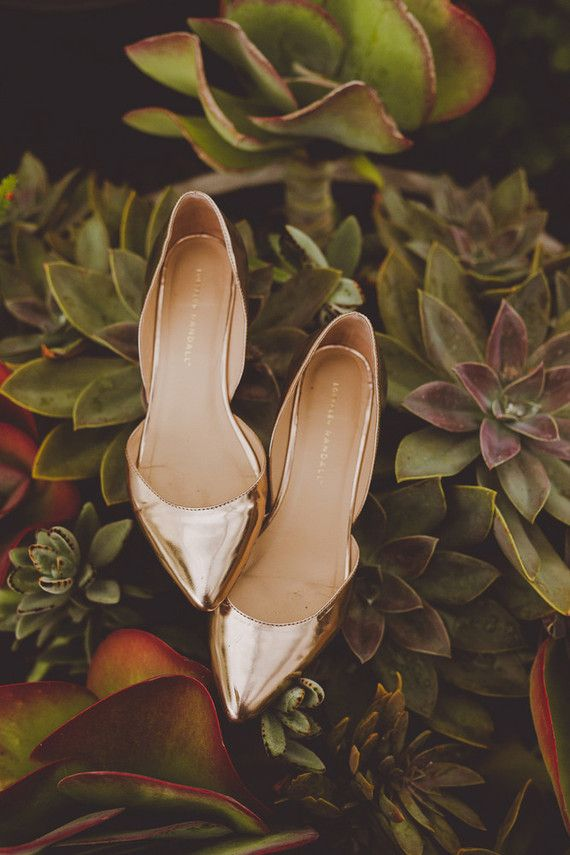 Gold wedding shoes | Wedding & Party Ideas | 100 Layer Cake