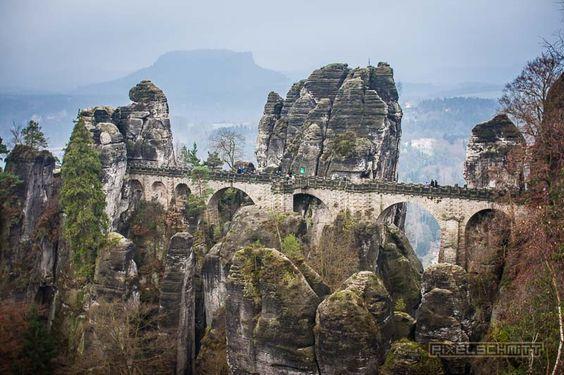 Wenn Duschon mal in Dresden bist, dann bietet sich ein Tagesausflug zur Basteibrücke in derSächsischen Schweiz geradezu an. Auch wenn Du noch nie was von derBastei gehört hast, dann kennst Du aber…