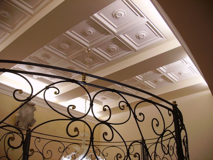 Soffitto della scalinata della sede degli Industriali di Parma, realizzato con pannelli a ...