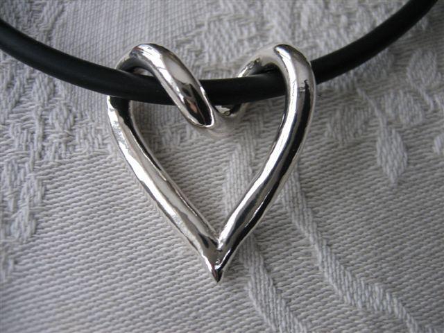 Virat silverhjärta, silver heart handmade silver jewelry jewellery from Brokig Wanna buy? Email tove@brokig.se