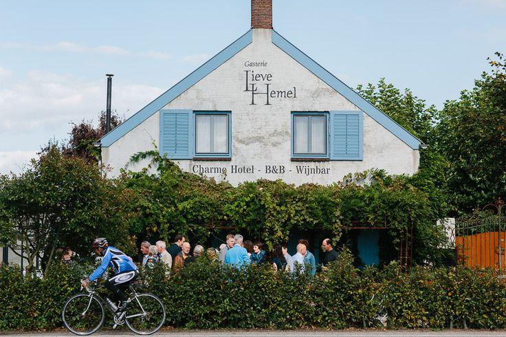 Bijzondere Trouwlocatie Gasterie Lieve Hemel - Trouwen in een boerderij met Franse stijl in Sevenum - Huib Vintges Fotografie // Engaged.nl