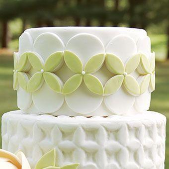 Round Or Oval Wedding Cakes | Brides.com