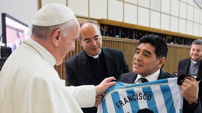 البابا فرنسيس مارادونا كان شاعرا على أرض الملعب استرجع البابا فرنسيس ذكرياته مع أسطورة كرة القدم رياضة كرة قدم Www Alayyam Info In 2021 Hats Hard Hat Fashion