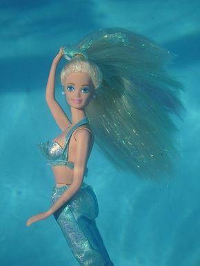 Muñeca barbie de los 90's sirena con cabello azul