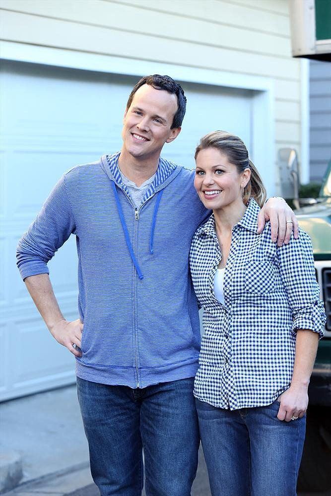 Scott Weinger and Candace Cameron Bure stage a Full House reunion on the Neighbors season finale, airing Friday, April 11, on ABC.