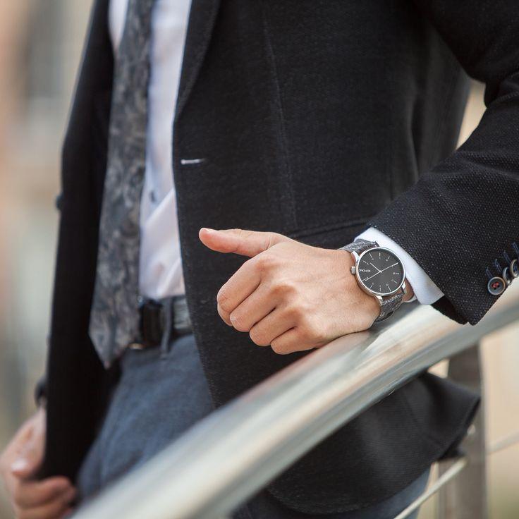 Wearing KOMONO watch ⌚️ Soon on the blog .. #deyneed #fashionblogger #details