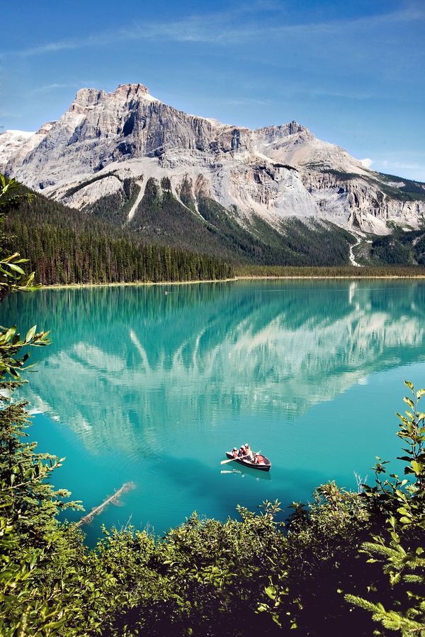 Emerald Lake in Yoho National Park. Canada is a top saved honeymoon destination.