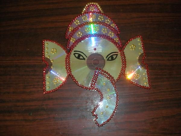 Crafts ideas using trash lord ganesh using waste cd for Best out of waste making