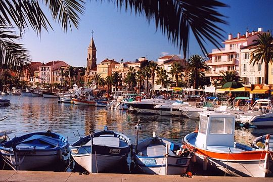 Between Marseille and Toulon lies this small fishing port, sheltered from the mistral. Off-season, In Sanary-sur-Mer you find a relaxed lifestyle and the traditions of Provence can be enjoyed throughout its streets.
