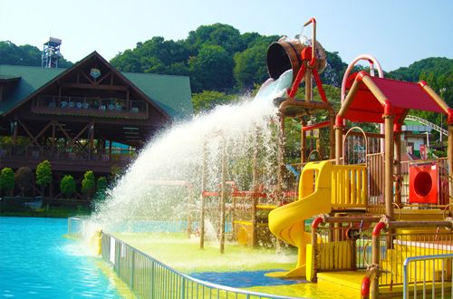 Waterpark 'Summerland' 1 hr west of Tokyo, admission $10-20 plus $13 parking, open 10-5pm every day in June but not Th.