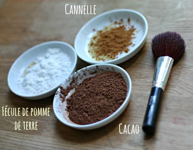 Pour obtenir de la poudre bronzante maison, il vous faut : De la cannelle en poudre, De la fécule de pomme de terre, Du cacao en poudre, Quelques gouttes d'huile essentielle de lavande, de rose ou de rosemary (facultatif), un petit récipient ou un boitier vide de maquillage