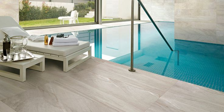 Relaxation, comfort and elegance for this swimming pool. #floor #tiles #MeltGreige #design