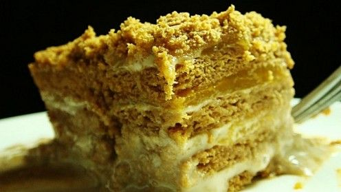"Mango Float, aka Mango Refrigerator Cake, Filipino dessert. This is basically a variation of the ""eclair cake"".  I seriously must try this!!"