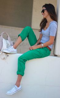 Mrs D's Corner: Teacher Outfits : Fall 2013... love this one. converse and colored jeans!