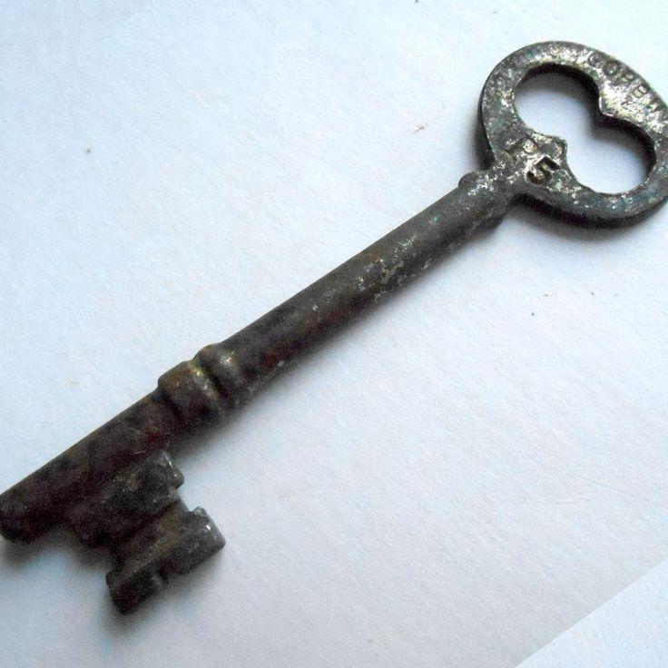 how to pick a bedroom door lock with key