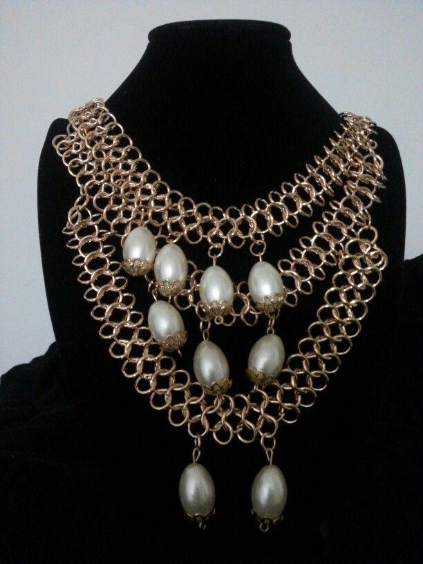 Gargantilla en cascada con cadena medieval y perlas
