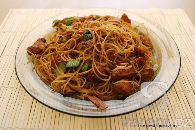Opékané čínské rýžové nudle -
