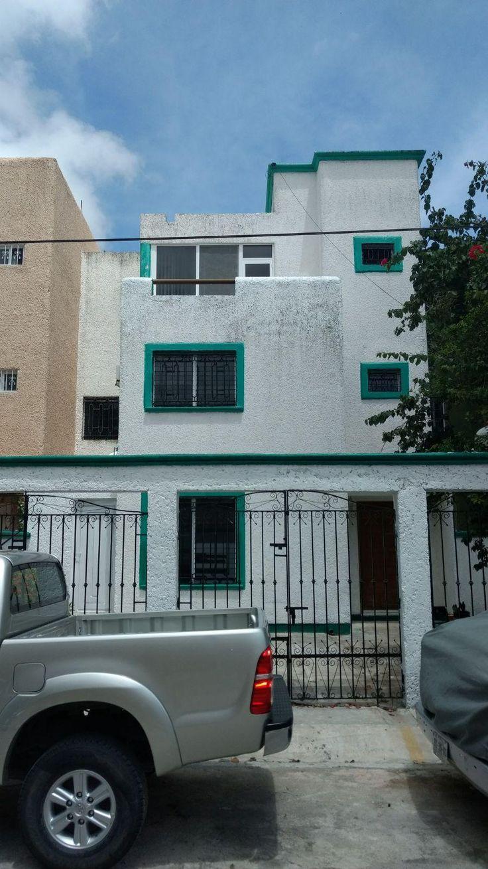 Casa en Venta Calle Palma Areca Y Palma Real, Supermanzana 46, Cancún