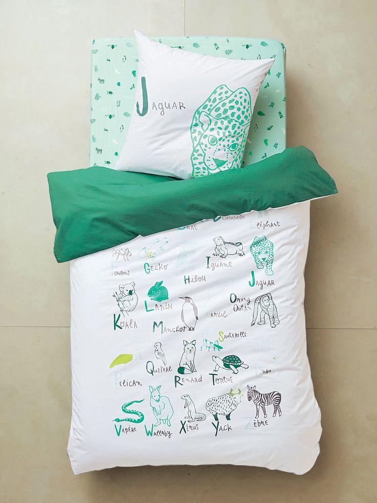 Parure réversible housse de couette + taie d'oreiller enfant ALPHA'BÊTES vert/blanc - A comme Autruche, B comme baleine, C comme chat, avec cette ensemble housse de couette + taie d'oreiller réversible de qualité viens à la découverte d