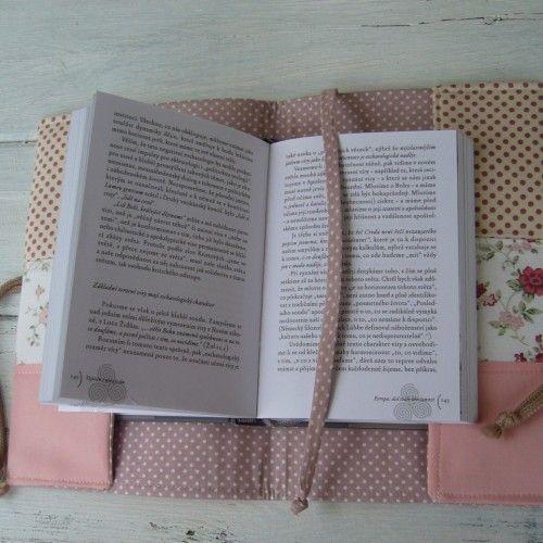 starorůžičková jablenka s knihou