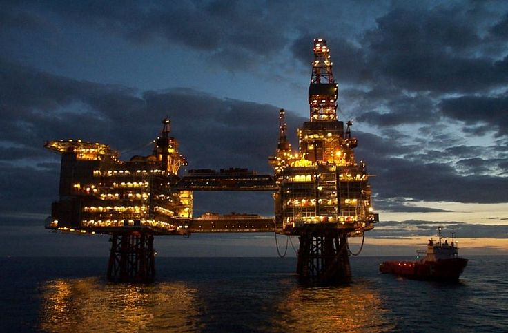 oil drilling rig at night    http://business-directory.drewrynewsnetwork.com/ethanol-gas-oil/