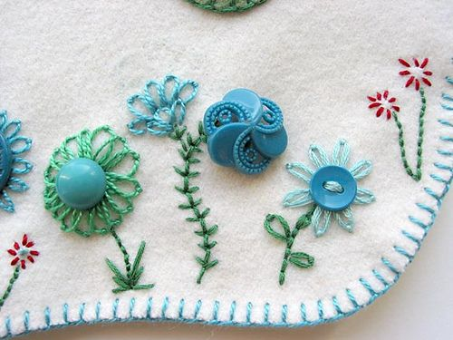 wool, embroidery & ♥ Buttons