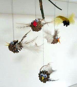 Basteln im Herbst.... kleine Vögel aus Zapfen (c)www.tippsundtricks.cool
