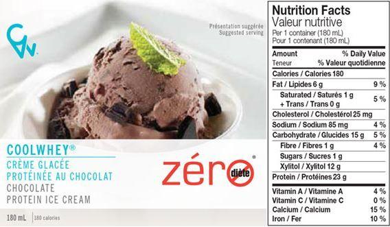 Crème glacée protéinée au chocolat! Ingrédients:Eau, isolat protéique de lactosérum, xylitol, crème, concentré protéique de lactosérum, poudre de cacao avec une haute teneur en gras traité à l'alcali, gomme arabique, gomme de guar, gomme de caroube, carraghénine, poudre de cacao traité à l'alcali, sel, arôme naturel. Contient: lait, 12g de xylitol par portion de 180g.