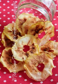 Chips mele microonde veloci e croccantissime. Snack goloso e light. Sana merenda per i bimbi, ideale anche per noi da sgranocchiare durante la giornata