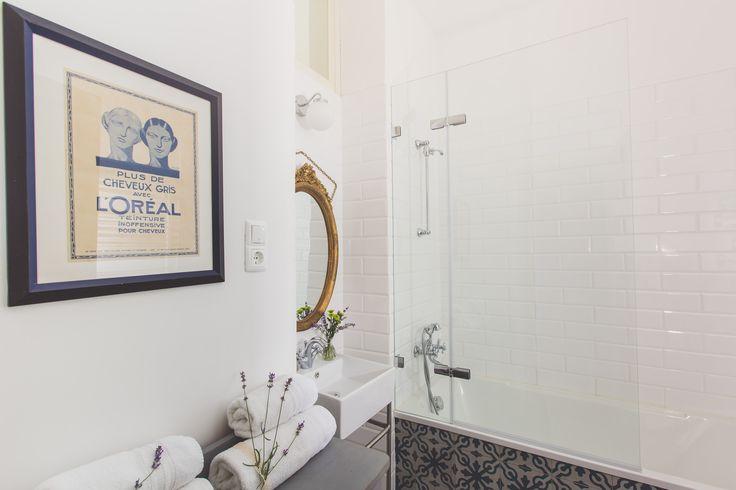 Vintage style white bathroom