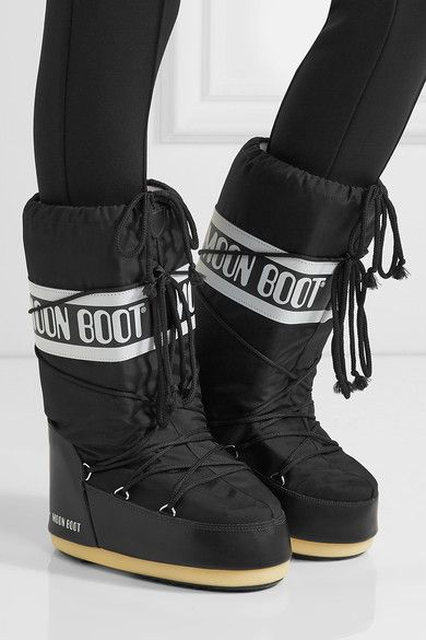 Moon Boot's lightweight, water-resistant snow boots are designed to keep feet toasty in temperatures as low as -31°F. They have a textured rubber sole to avoid icy slips and a snug drawstring top. We think they're perfect for your next ski vacation.