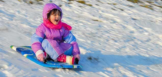 Deportes de invierno en familia. Todo lo que necesitas saber para planear una escapada en familia a la nieve. Deportes, juegos, consejos prácticos y, cómo no, los mejores destinos.