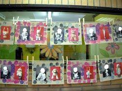 Mon doudou aux éditions Chêne,Le principe : page de droite une photographie en noir et blanc de l'enfant avec son doudou / page de gauche une photographie du doudou en couleurs accroché sur une corde à linge. J'ai repris ce principe à l'identique en associant l'enfant lors des prises de vue par exemple, Les photos quant à elles ont été collées sur un support carton peint par l'enfant (premier réinvestissement des traces de peinture faites lors d'ateliers libres).