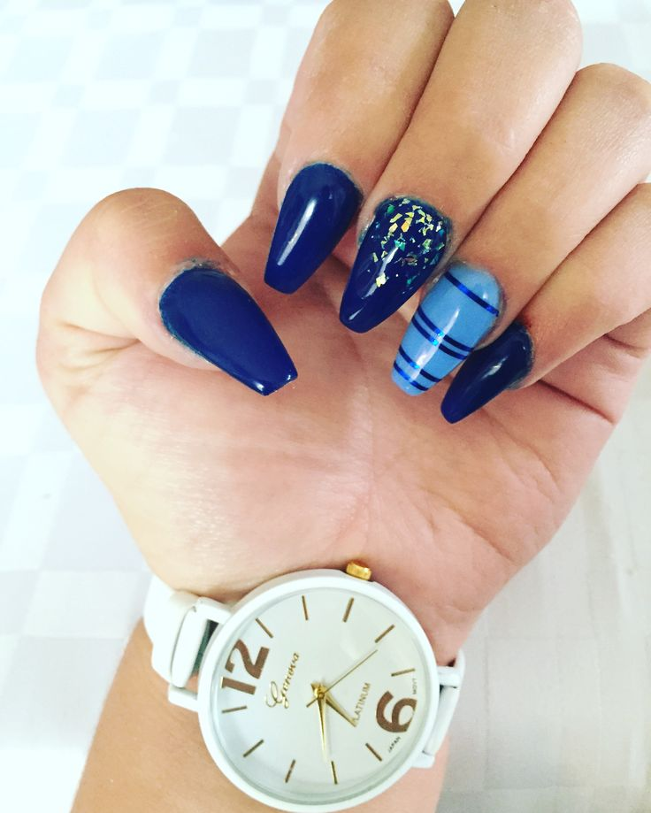 #nails#mynails#coffin#blue#glitters#watch#white