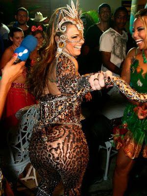 Victorian Xena | HIPERSESSÃO : Viviane Araújo e Radamés em festa à fantasia