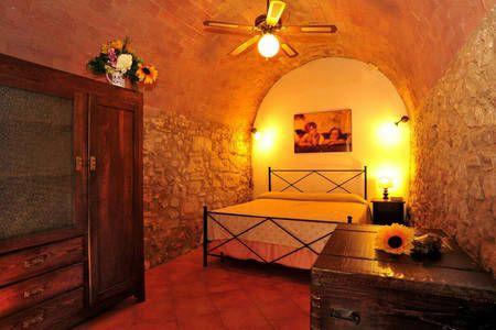 Dai un'occhiata a questo fantastico annuncio su Airbnb: A 8 km dalle terme di Saturnia  a Semproniano