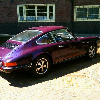 Porsche. Paars & oud. Mooie mooie auto