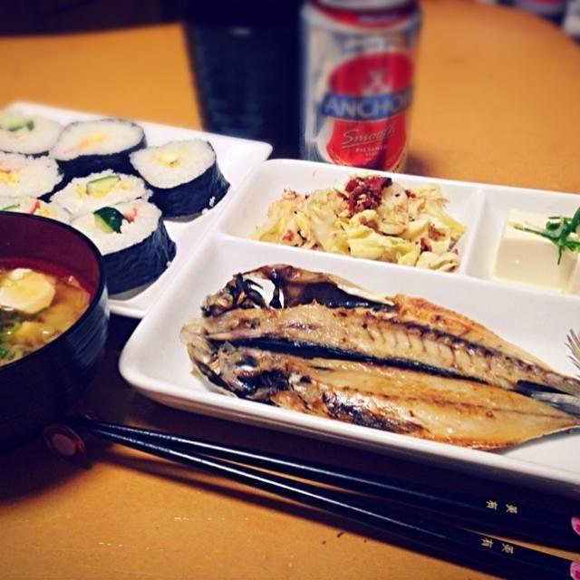巻き寿司 アジの開き キャベツの梅おかか和え お味噌汁 冷や奴  ひとりで食べるのは寂しいなぁ〜 - 11件のもぐもぐ - ビールと一緒にアジの開き♡ by miyuterrison