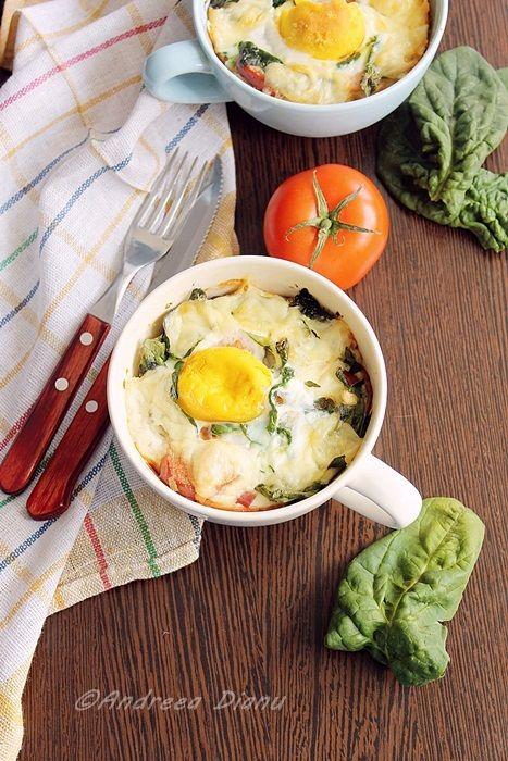 Un mic dejun intr-o cana 🙂 ceva numai bun de savurat in diminetile in care aveti putin timp la dispozitie sa il preparati *__* Ingrediente: 2 oua cateva frunze spanac 4 felii mari de sunca 1 polonez 2 felii de cascaval 1 cana de apa malai sare, piper 1 lingura smantana 1 lingura unt …