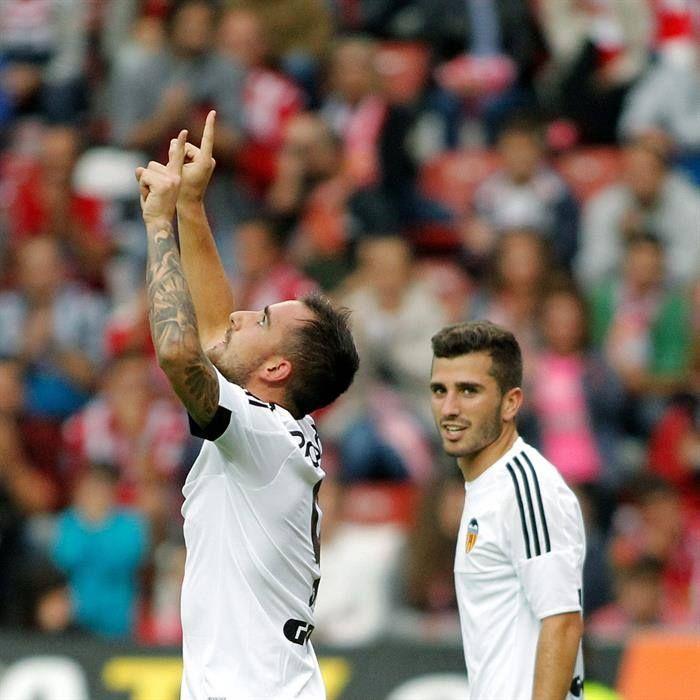 @valenciaoficial Paco Alcácer salva tres puntos para el Valencia en el tiempo añadido. El Valencia logró los tres puntos en El Molinón con un gol de Alcácer en el tiempo añadido (m.91), en un partido en el que los valencianistas dominaron con claridad pero en el que las ocasiones más claras fueron del Sporting #9ine