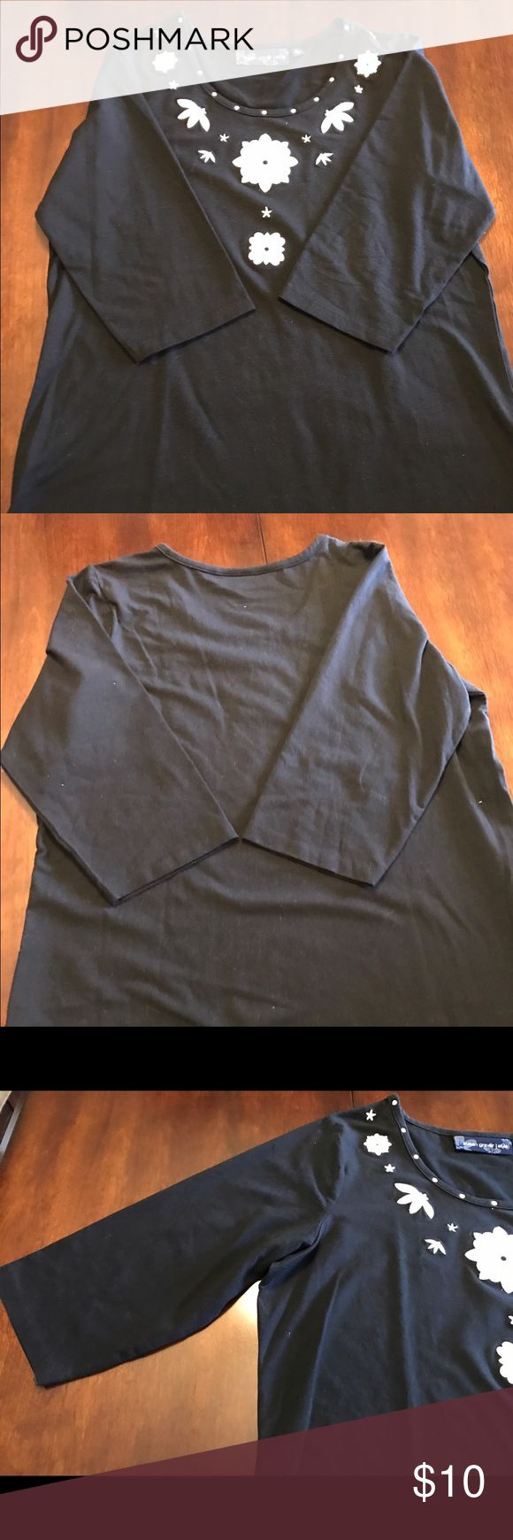 Susan Graver Style black with white details Susan Graver Style black with white details cotton blend tunic 3/4 sleeve. Good condition. Susan Graver Tops Tunics