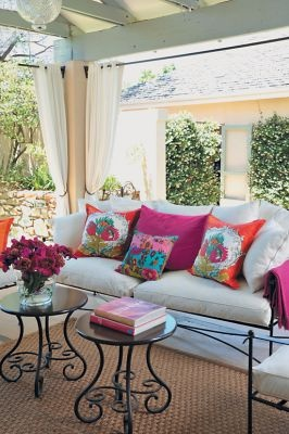 Adding Pizzaz To Your Yard With Outdoor Rugs And Pillows #Outdoor_Rugs  #Top_Outdoor_Pillows #