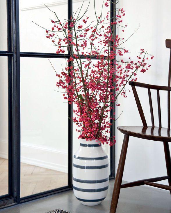 Stelle die Omaggio Vase von Kähler Design in Deinen Flur und Deine Gäste werden hin und weg sein...