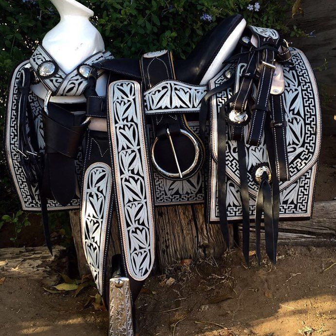 27 best mexican tack images on pinterest horses mexican for Sillas para caballos