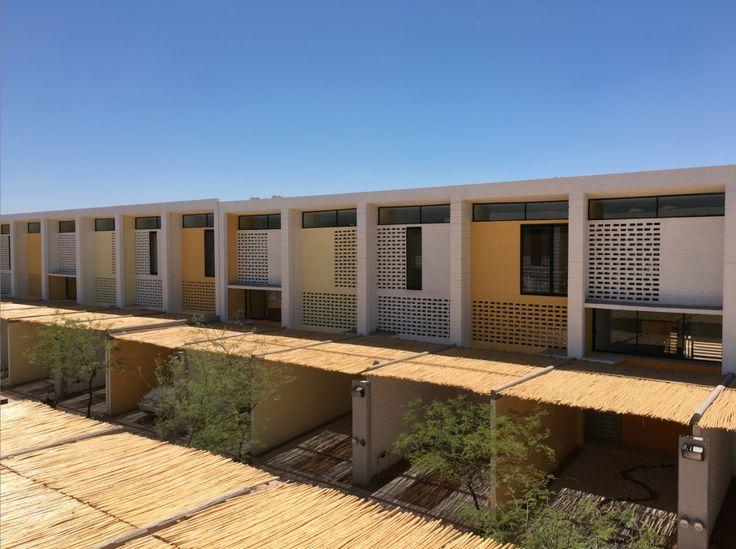 Proyecto de vivienda social desarrollado por Alberto Kalach en Hermosillo (México).
