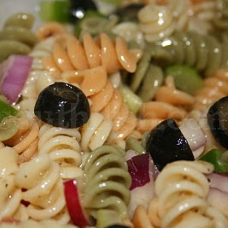 Deep South Dish: Tri-Color Italian Rotini Pasta Salad - http://www.deepsouthdish.com/2009/04/tri-color-rotini-pasta-salad-with.html