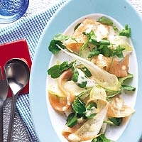 Salade met gerookte zalm en sinaasappeldressing - Allerhande