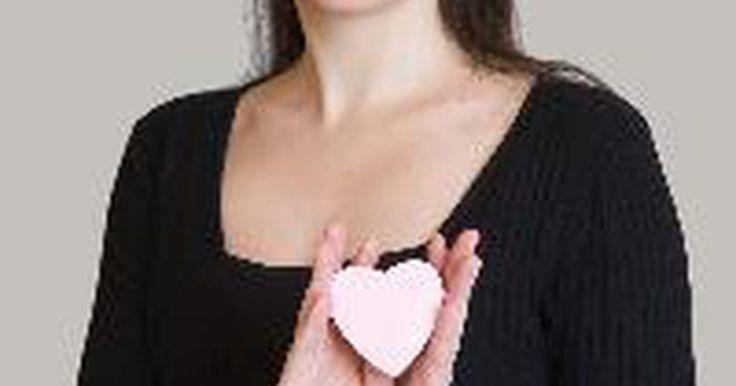Partes interiores del corazón humano. El reconfortante latido de nuestros corazones es un fenómeno fascinante. Cada latido proviene de un conglomerado altamente especializado de cámaras, válvulas y venas. El corazón es la fuerza motriz de un órgano compuesto por muchas partes que se comportan de manera eficiente y sincronizada.