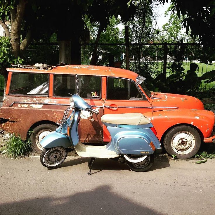 For sale : Vespa Corsa PK 125 Automatica 1993  Full paper. Plat L Surabaya pajak off 2013.  Good condition repaint biru bunglon sesuai bpkbstnk kondisi 90% lecet pemakaian. Mesin sehat untuk harian. Kelistrikan beres. Kaki kaki krom.  Minus :  no aki kunci stang/ on off handle kiri terpasang punya jepangan no tutup ban serep.  For detail :  Call/ Sms/ WA 085643075338 Solo Jateng  #forsale #sale #jual #jualvespa #scootercorner #workshop #scooter #vespa #piaggio #vespagram #vespaindonesia…
